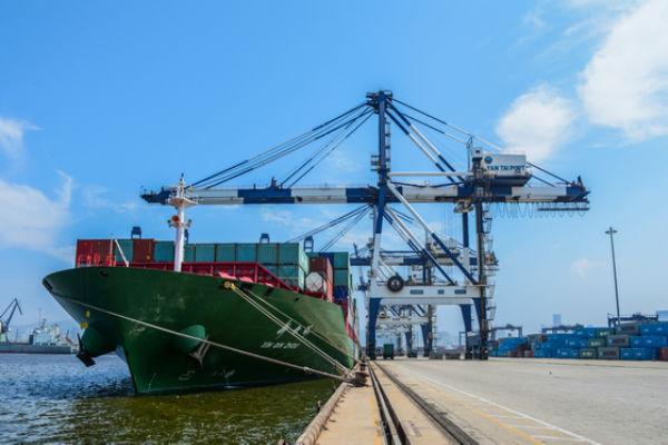 新组建的烟台港集装箱码头公司正式揭牌
